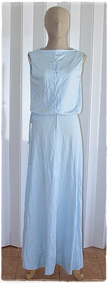 Sold เดรสยาว คอปาด แขนกุด เข้าเอว กระดุม และซิปหน้า สีฟ้าอ่อน