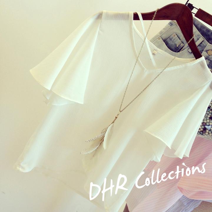 เสื้อผ้าแฟชั่นผู้หญิง ((พร้อมส่ง)) : เสื้อแฟชั่นสีขาว แต่งแขนพริ้วๆ ใส่สบาย น่ารักๆจ้า