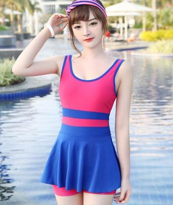 ชุดว่ายน้ำแฟชั่นพร้อมส่ง :ชุดว่ายน้ำแฟชั่นสีโรสน้ำเงินแต่งลายผ้าสีสันสดใส กางเกงขาสั้นใส่ด้านในน่ารักมากๆจ้า:อก32-38นิ้ว เอว28-36นิ้ว สะโพก34-38นิ้วจ้า