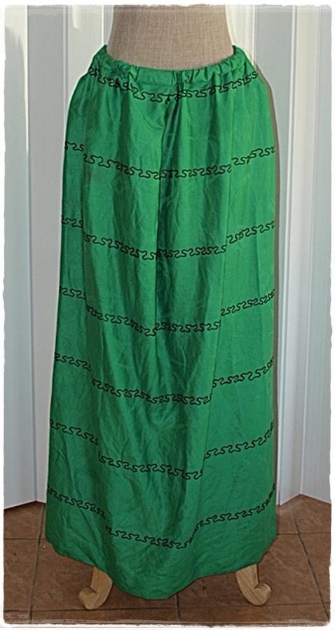 กระโปรงยาว เอวจั๊ม สีเขียว ลายขวาง