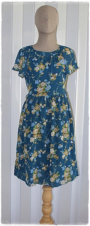 Sold เดรส ชีฟอง แขนสั้น เข้าเอว ซิปหลัง สีฟ้าอมเขียว ลายดอก
