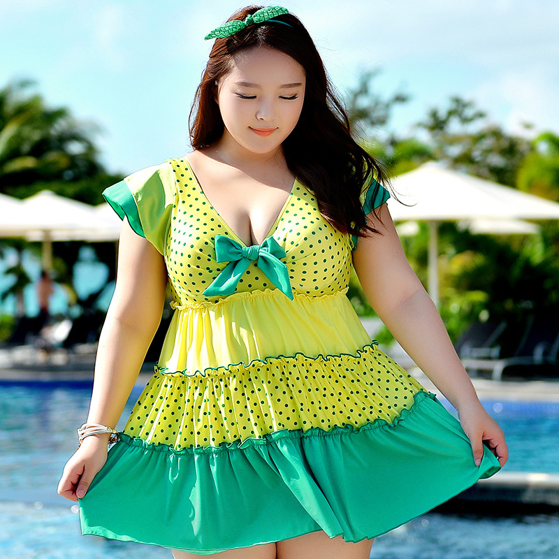 ชุดว่ายน้ำคนอ้วน พร้อมส่ง : ชุดว่ายน้ำคนอ้วนแฟชั่นไซส์ใหญ่ สีเขียวแต่งลายจุดที่ผ้าสีสันสดใส กางเกงขาสั้นใส่ด้านในน่ารักมากๆจ้า : รอบอก44-52นิ้ว เอว38-48นิ้ว สะโพก44-54นิ้วจ้า