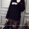 ((พร้อมส่ง)) เสื้อผ้าแฟชั่นผู้หญิง : เดรสสีดำ แต่งอักษรและลูกไม้รอบตัว น่ารัก น่ารักจ้า