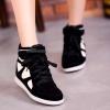 รองเท้าผ้าใบVelcroเสริมสูงแฟชั่นเกาหลี