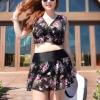 ชุดว่ายน้ำคนอ้วน set 3ชิ้นพร้อมส่ง :ชุดว่ายน้ำไซส์ใหญ่สีดำแต่งลายดอกไม้ set 3ชิ้นมีบราพร้อมเสือด้านนอก เสื้อคลุมแขนยาว กระโปรงมีกางเกงขาสั้นใส่ด้านใน สีสันสดใสแบบสวยเก๋มากๆจ้า:รอบอก40-50นิ้ว เอว36-44นิ้ว สะโพก42-52นิ้ว เสื้อคลุมกว้าง 54 นิ้ว