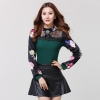 ((พร้อมส่ง)) เสื้อผ้าแฟชั่นผู้หญิง : เสื้อแฟชั่นสีเขียว แต่งลูกไม้ช่วงบน แขนสีดำแต่งลายการ์ตูน น่ารัก น่ารักจ้า