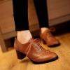 รองเท้าบูทมีส้นแนวย้อนยุค