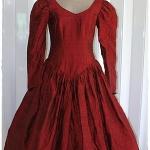 Sold เดรส แขนยาว เข้าเอว ซิปหลัง กระโปรงสุ่ม ผ้าไหม สีแดงเลือดหมู