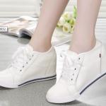 รองเท้าผ้าใบส้นสูงหนังสไตล์ยุโรป