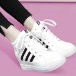 รองเท้าผ้าใบหนังPUส้นสูงแฟชั่นผูกเชือก