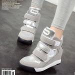 รองเท้าผ้าใบส้นสูงหุ้มข้อประดับตีนตุ๊กแก