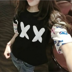 ((พร้อมส่ง)) เสื้อผ้าแฟชั่นผู้หญิง : เสื้อแฟชั่นสีดำ แต่งลายด้านหน้าและแขน น่ารัก น่ารักจ้า