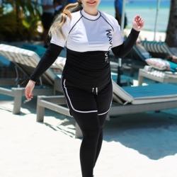 ชุดว่ายน้ำคนอ้วน พร้อมส่ง :ชุดว่ายน้ำไซส์ใหญ่แบบสปอร์ตสีดำขาวแต่งลายอักษร .set 5 ชิ้นมีเสื้อแขนยาว บรา บิกินี่ กางเกงขาสั้น กางเกงขายาว แบบสวยคุ้มสุดๆจ้า:รายละเอียดไซส์คลิกเลยจ้า