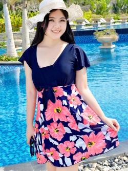 Swimsuit Bigsize พร้อมส่ง :ชุดแฟชั่นว่ายน้ำคนอ้วนสีน้ำเงินชมพูแต่งดอกไม้สีสันสดใส กางเกงขาสั้นใส่ด้านในน่ารักมากๆจ้า:มีSize 3XL,6Xl รายละเอียดสินค้าคลิกเลยจ้า