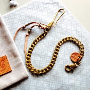 พวงกุญแจคล้องพร้อมสายทองเหลืองแท้ /Brass Keychain
