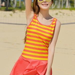 ชุดว่ายน้ำคนอ้วน วันพีชพร้อมส่ง :ชุดว่ายน้ำแฟชั่นสีส้มแต่งลายทางสีเหลืองสีสันสดใส กางเกงขาสั้นใส่ด้านในน่ารักมากๆจ้า:รอบอก36-42นิ้ว เอว30-38นิ้ว สะโพก34-44นิ้ว