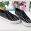 รองเท้าผ้าใบผูกเชือกลายขวาง thumbnail 1