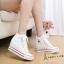 รองเท้าผ้าใบสตไล์คลาสสิคเสริมส้นภายในสูง 8 cm thumbnail 1