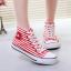 รองเท้าผ้าใบผู้หญิงทรงคลาสสิค thumbnail 2