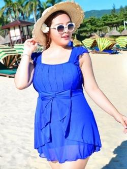 Swimsuit Bigsize พร้อมส่ง :ชุดสีน้ำเงินแต่งโบว์ด้านหน้าแบบเก๋ กางเกงขาสั้นใส่ด้านในน่ารักมากๆจ้า:รอบอก36-42นิ้ว เอว34-40นิ้ว สะโพก42-50นิ้วจ้า