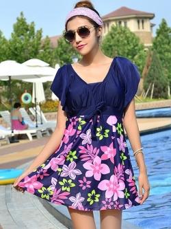 ชุดว่ายน้ำคนอ้วนพร้อมส่ง : ชุดว่ายน้ำแฟชั่นสีน้ำเงินแต่งลายดอกไม้สีชมพู กางเกงขาสั้นใส่ด้านใน น่ารักมากๆจ้า:มี Size 4XL,5XL รายละเอียดไซส์คลิกเลยจ้า