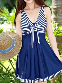 swimwear พร้อมส่ง :สีน้ำเงินแต่งลายผ้าสีขาวสดใส กางเกงขาสั้นใส่ด้านในน่ารักมากๆจ้า:รอบอก34-40นิ้ว เอว30-38นิ้ว สะโพก36-42นิ้วจ้า