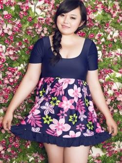 swimsuit พร้อมส่ง :แฟชั่นสีน้ำเงินแต่งลายดอกไม้ชมพูสีสันสดใส กางเกงขาสั้นใส่ด้านใน น่ารักมากๆจ้า:รายละเอียดไซส์ คลิกเลยจ้า