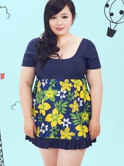 swimsuit พร้อมส่ง : ชุดแฟชั่นสีน้ำเงินแต่งลายดอกไม้เหลืองสีสันสดใส กางเกงขาสั้นใส่ด้านใน น่ารักมากๆจ้า:รายละเอียดไซส์ คลิกเลยจ้า
