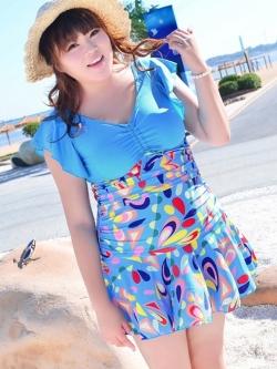 Swimsuit Bigsize พร้อมส่ง :ชุดแฟชั่นว่ายน้ำคนอ้วนสีฟ้าแต่งลายกราฟฟิกสีสันสดใส กางเกงขาสั้นใส่ด้านในน่ารักมากๆจ้า:รอบอก40-48นิ้ว เอว38-44นิ้ว สะโพก44-50นิ้วจ้า